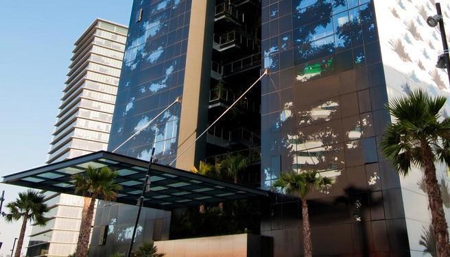 El-jardin-vertical-del-Renaissance-Barcelona-Fira-Hotel